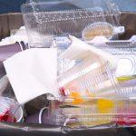 Der Einsatz von Post-Consumer-Trays bei der Herstellung neuer Lebensmittelverpackungen stellt hohe Anforderungen an den Prozess. (Foto: Gneuß)