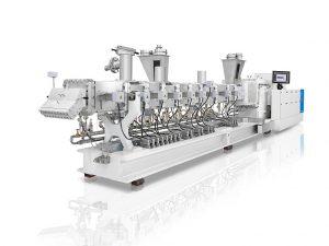 Zweischneckenextruder ZE BluePower mit modularer Verfahrenseinheit mit Seitendosierung. (Foto: KraussMaffei)