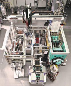 Bei der Herstellung elastomergebundener Magnete wird ein Magnetpulver in ein synthetisches Elastomer eingebracht. (Foto: MS Schramberg)