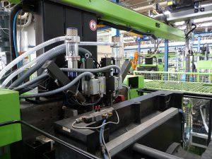 Mit dem Aggregat können 1K-Spritzgießmaschinen einfach zu 2K-Maschinen umzurüsten. (Foto: Christmann Kunststofftechnik)