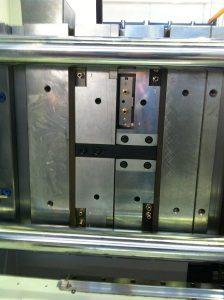 Die Wärmeisolierplatte G-250 dient zur thermischen Trennung innerhalb des Werkzeuges. (Foto: Nonnenmann)