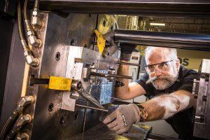 Spritzgießen ist neben 3D-Druck und CNC-Bearbeitung einer der Protolabs-Fertigungsdienste. (Foto: Protolabs)