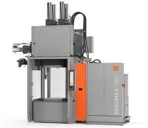 Die Vertikalmaschinen-Baureihe Ergomax+ kombiniert eine tief absenkbare untere Werkzeug-Aufspannplatte mit dem einem Spritzaggregat mit leicht erreichbarem Streifeneinzug außerhalb der Maschine. (Foto: Maplan)