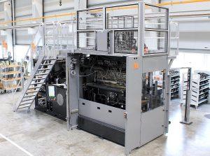 Die neue Vertikalmaschinen-Baureihe Multi-Ram ist durchgängig modular konzipiert – hier eine Duo-Ram 560 mit 2 x 2.800-kN-Schließmodulen und zwei von oben einspritzenden 50-cm³-Spritzaggregaten. (Foto: Maplan)