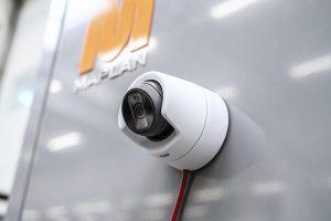 Das Map.eye kann durch seinen magnetischen Sockel einfach an jeder Position des Maschinengehäuses platziert werden. (Foto: Maplan)