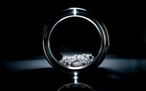 Das Reinigungskonzentrat entfernt Thermoplastrückstände von Zylindern, Schnecken und Werkzeugen. (Foto: Völpker)