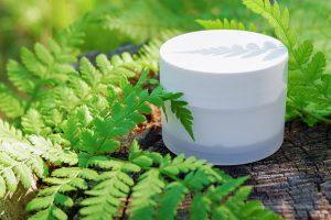 Anwendungsbespiel einer Kosmetikverpackung aus PLA. (Foto: Bio-Fed)