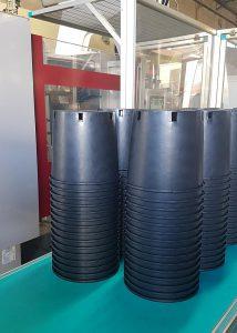 Die Produktionskonstanz und Oberflächengüte von Pflanztöpfen aus Recycling-Kunststoff konnte durch die Umstellung der Plastifiziereinheit gesteigert werden. (Foto: Maix Melt)