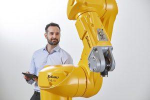 Alle Sechsachser arbeiten in der gleichen Steuerungswelt, was die Realisierung von Multi-Robot-Lösungen in digital vernetztem Produktionsumfeld erleichtert. (Foto: Stäubli)