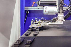 Die Teileablage erfolgt mit einem Wittmann-Roboter. (Foto: Wittmann Battenfeld)