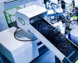 Als Material-Allrounder verarbeitet die ISEC evo sperrige Schlauchbündel ebenso wie Anfahrklumpen und Mahlgut oder komplette Rollen mit Tropfbändern. (Foto: Pure Loop)