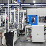 Blick in die Produktion bei TePe: Die CXL 160 SilcoSet von KraussMaffei. (Foto: KraussMaffei)