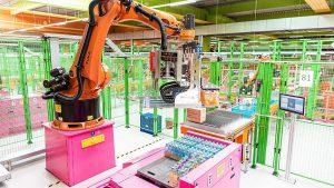 Nach der Coronavirus-Pandemie wird es besonders in der Logistik einen Schub zu mehr Automatisierung geben, der sich mittelfristig stark bemerkbar machen wird. (Foto: dm-drogerie markt)