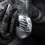 Nachdem die Kühlkanäle mit einem wasserlöslichen Metallpulver gefüllt sind, erfolgt der nächste Metallpulver-Auftrag. (Foto: Hermle)