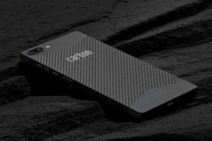 Das Carbon 1 Mark II ist weltweit das erste Smartphone, das mit Kohlefasertechnologie hergestellt wird. (Foto: Carbon Mobile)