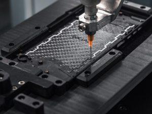 Die neue HyRECM-Technologie ermöglicht, dass das Carbonfasergehäuse die Radiofrequenzsignale hindurchlässt. (Foto: Carbon Mobile)