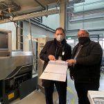 Bei der Inbetriebnahme unter Corona-Bedingungen: Guido Kraschewski (l.) von Leistritz und Wilfried Helle von Argus. (Foto: Leistritz)