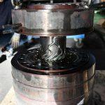 Saubere Kanäle sichern ein gleichbleibendes Fließverhalten der Schmelze und vermeiden Kreuzkontamination durch Fremdmaterial. (Foto: Schwing Technologies)