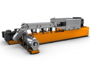 Der zur Aufbereitung von Weich-PVC ausgelegte Compeo der Baugröße 176 in Kaskadenanordnung schafft Durchsätze bis 12.500 kg/h. (Foto: Buss)