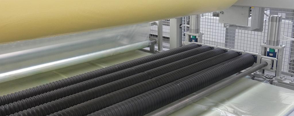Eine konstante Luftauspressung durch Anpassung an die aktuelle Liniengeschwindigkeit sorgt für die Vermeidung von Lufteinschlüssen. (Foto: Schmidt & Heinzmann)