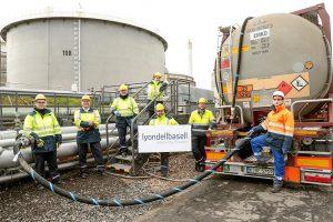 Erste Lieferung von aus Kunststoffabfall gewonnenem Rohstoff am Standort Wesseling. (Foto: LyondellBasell)