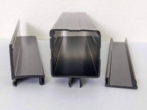 Führungen, Kabelkanäle, Gleitschienen: SLS-Profile aus elektrisch leitfähigem PVC werden in Anwendungen eingesetzt, die im praktischen Betrieb dem Risiko statischer Aufladungen ausgesetzt sind. (Foto: SLS)