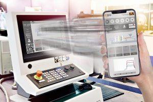 Maschinenbediener können ihre Maschinen nun auch von mobilen Geräten aus steuern und sich während der Arbeit frei bewegen. (Foto: B&R)