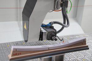 Mit dem einseitig gelagerten Fräskopf lassen sich filigrane Werkstücke sehr dynamisch fräsen. (Foto: HG Grimme SysTech)