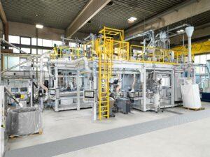 Die EdelweissCompounding-Technologie ist ein Kaskadenkonzept zum Aufbereiten und Compoundieren von sortenreinen Kunststoffabfällen in einem Prozess. (Foto: KraussMaffei)