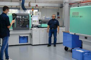 In einer Live-Demo erklärte Technikums-Leiter Dieter Gebauer den Einsatz des 4-fach-Maskenfilter-Werkzeugs. (Foto: Günther)