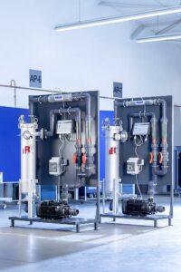 Das Aufbereitungsmodul sorgt für dauerhaft sauberes Prozesswasser – ohne Chemie und Verbrauchsmaterialien. (Foto: L&R Kältetechnik)