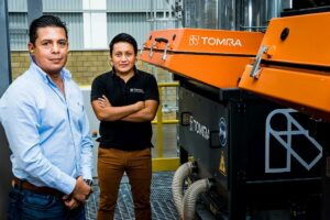 Alejandro Barraza Vazquez, Indorama Ventures EcoMex Plant Manager, und Julio Barrientos, Recycling Sales Manager von Tomra in Mexiko. (Foto: Tomra)
