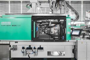 Der vergrößerte Einbauraum des Allrounders More bietet mehr Platz für größere Werkzeuge und einen komfortablen Werkzeugwechsel. (Foto: Arburg)