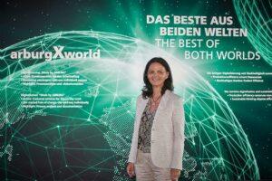 """Juliane Hehl, geschäftsführende Gesellschafterin und verantwortlich für den Marketingbereich bei Arburg: """"Auf der Fakuma 2021 werden wir mit viel Pioniergeist und zielgerichteter Strategie zeigen, wie Kunststoffteile heute und morgen wettbewerbsfähig, nachhaltig und digital vernetzt produziert werden können."""" (Foto: Arburg)"""