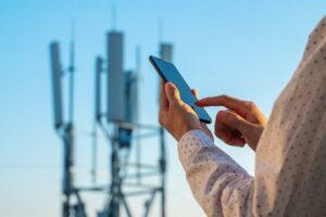 Die neuen TPE-Typen bieten eine Hochfrequenz-Signaltransparenz und sind dadurch für 5G-Mobilgeräte geeignet. (Foto: Avient)