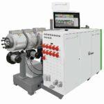 Ein konischer Doppelschneckenextruder conEX NG 65 wird bei Fränkische Rohrwerke zur Produktion von Wellrohren eingesetzt. (Foto: battenfeld-cincinnati)