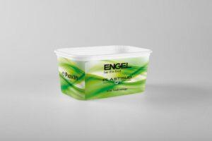 Die Lebensmittelbehälter weisen inklusive Label eine Wanddicke von 0,4 mm auf. Sie werden auf einer e speed 420/90 Spritzgießmaschine im Spritzprägeprozess mit IML produziert. (Foto: Engel)