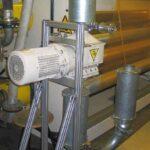 Die Folienschneider – hier im Bild ein FS 200 – lassen sich spannungsfrei mit zwei Kompensatoren direkt in die Rohrleitung einer Absauganlage einbauen. (Foto: Getecha)