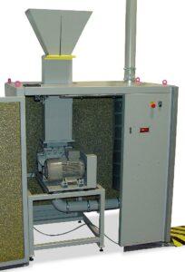 In den Komplettlösungen übernehmen die Folienscheider – hier ein FS 200 – die Prozessstufe der Vorzerkleinerung. (Foto: Getecha)