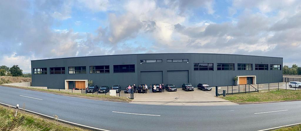 Mit 5.000 t Lagerkapazität ermöglicht das neue Logistikzentrum die zeitnahe Lieferung von Standardtypen und Spezialitäten wie den Healthcare-Polyolefintypen von Repsol. (Foto: Kunststoffexpress)