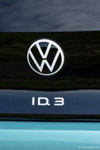 Durch die hochglänzende Oberfläche des Emblems aus PMMA entsteht ein homogener Gesamteindruck – gleichzeitig tritt die Markendarstellung prägnant hervor. (Foto: Volkswagen AG)
