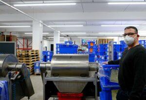 """Johannes Hunstiger, Managementsystembeauftragter bei JuHa: """"Für uns war es bisher die überzeugendste LED-Umrüstung."""" (Foto: LED Technics Germany)"""