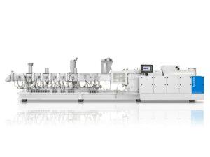 Wirtschaftlich recyceln: Die Zweischneckenextruder ZE BluePower sind ideal für die Recyclingschritte Plastifizierung, Entgasung sowie für das Regranulieren und Recompoundieren. (Foto: KraussMaffei)