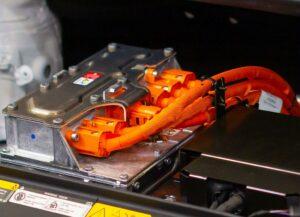 Neu bei Tosaf sind auf die E-Mobilität ausgerichtete Orange-Farbmasterbatche für PA, PP und PBT. (Foto: Vladimka production/shutterstock)