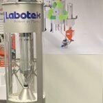 Der Edelstahl-Abscheider SVR-F für Flakes, wurde insbesondere zur Förderung von Recyclingmaterial entwickelt. (Foto: Labotek)