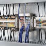 Eine potenzielle Anwendung von Durethan B30SFN31 sind Reihenklemmen, mit denen Leitungen in Stromkreisverteilern oder Schaltschränken angeschlossen werden. (Foto: Weidmüller Interface)
