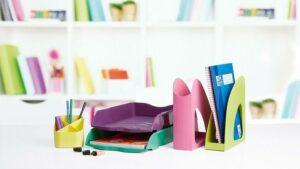 Nachhaltige Büroartikel der Re-LOOP-Serie aus 100 % Rezyklaten in brillanten Farben (Foto: HAN)